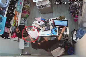 Camera ghi cảnh trộm điện thoại trong cửa hàng ở quận Tân Bình