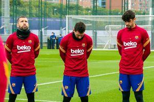 Messi và đồng đội tri ân Maradona