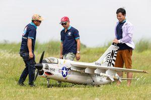 Giới trẻ chinh phục bầu trời bằng máy bay mô hình