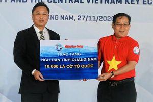 Trao thêm 50.000 lá cờ Tổ quốc cho ngư dân miền Trung