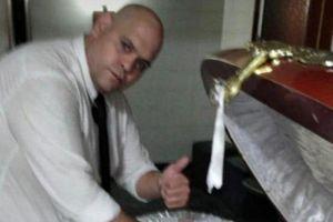 Bất kính với thi hài Maradona, nam nhân viên tang lễ bị sa thải