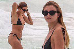 Mẫu 9x Rachel Hilbert mặc áo tắm tam giác, phô thân hình săn chắc nóng bỏng