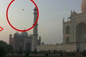Tranh cãi về UFO xuất hiện gần đền Taj Mahal
