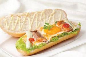 Cách làm bánh mì ốp la cá mòi lạ miệng cho bữa sáng