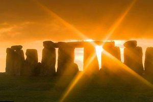 Lời giải bất ngờ về bãi đá cổ Stonehenge