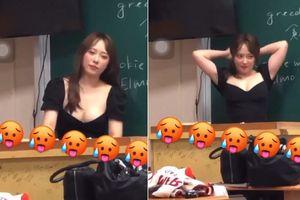 Cô giáo xinh đẹp mặc áo trễ nải hở bạo đứng lớp nhận phản ứng trái chiều