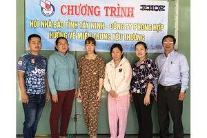 Hội Nhà báo Tây Ninh tặng quà vùng bão lũ Quảng Nam