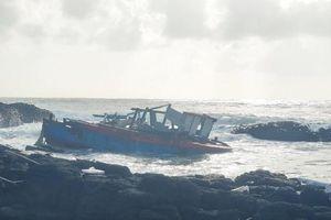 Cứu nạn thành công 3 ngư dân chìm tàu trong đêm