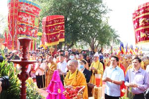 Lễ rước Phật ngọc về chốn tổ Quỳnh Lâm