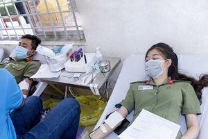 Giảng viên, sinh viên Đại học ANND hiến máu cứu người