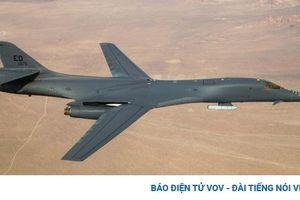 Máy bay ném bom B-1B Lancer lần đầu mang tên lửa hành trình ngoài thân