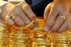 Giá vàng ''bốc hơi'' khoảng 1,4 triệu đồng/lượng trong tuần