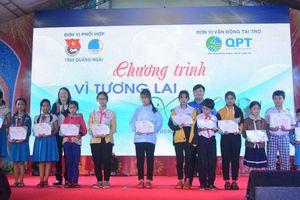 Trao học bổng cho học sinh vùng bão, lũ Quảng Ngãi, Quảng Nam