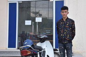 Yên Bái: Xử phạt nam sinh bốc đầu xe máy