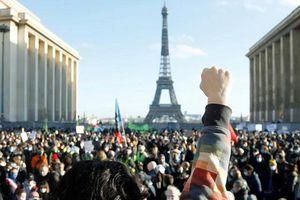 Hàng ngàn người Pháp biểu tình phản đối luật cấm quay phim cảnh sát