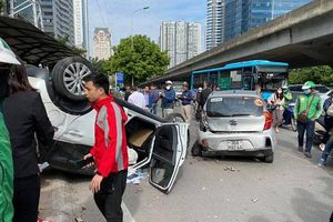 Hà Nội: Tai nạn liên hoàn trên đường Phạm Hùng, 2 người nhập viện