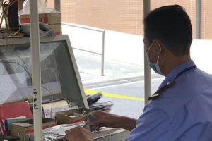 Bát nháo thu tiền gửi xe bằng thẻ từ tại bệnh viện của Bộ Y tế
