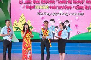 Tuyên dương những 'Cánh én hồng' vì học sinh thân yêu