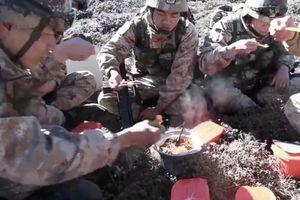 Lính Trung Quốc vật vã trong giá rét Himalaya