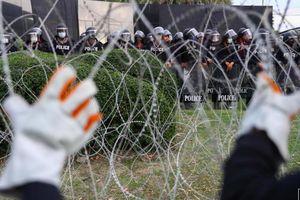 Người biểu tình Thái Lan phản đối Nhà vua nắm quân đội