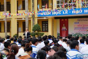 'Ông Biển Đông' kể chuyện về chủ quyền cho học sinh vùng cao Bắc Giang