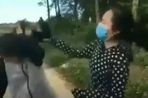 Thanh Hóa: Đình chỉ học 1 tuần với nữ sinh đánh bạn bằng mũ bảo hiểm