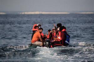Pháp cứu 45 người di cư gặp nạn khi vượt biển trái phép sang Anh