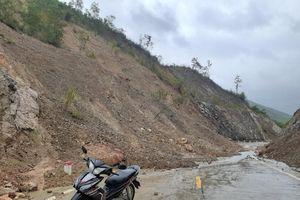 Phú Yên: Mưa lớn kéo dài, xuất hiện nhiều điểm sạt lở tại xã Phú Mỡ