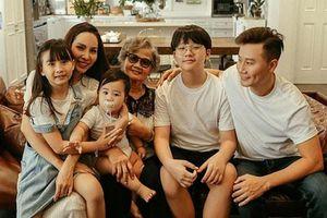 Gia đình Hoàng Bách cùng đóng MV mới