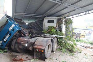 Lâm Đồng: Kinh hoàng xe bồn lao vào nhà dân lúc sáng sớm