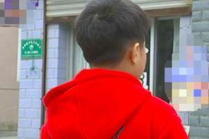 Con trai bị tát in hằn 5 ngón tay trên mặt, lời giải thích của cô giáo càng phẫn nộ hơn