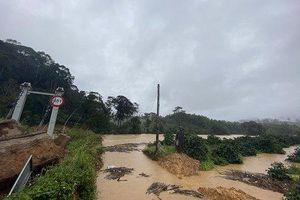 Lâm Đồng: Lũ quét bất ngờ ập đến, 2 du khách bị mất tích