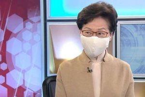 Khoe có 'cả đống tiền mặt ở nhà', Trưởng đặc khu Hong Kong hứng bão chỉ trích dữ dội