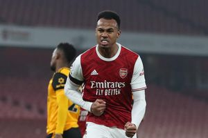 Huyền thoại MU: 'Arsenal đủ sức trụ hạng'