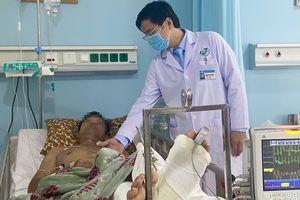 Nối chi thành công cho bệnh nhân bị chém đứt chân