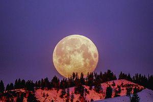 Hiện tượng siêu nhiên 'trăng băng giá' và 'nguyệt thực nửa tối' đêm nay