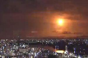 Quả cầu phát sáng khổng lồ bay qua bầu trời Nhật Bản