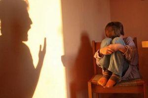 Tát con gái 4 tuổi chấn thương sọ não, tiên lượng nguy kịch