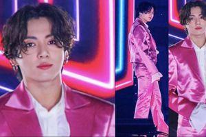 Mang danh 'anh áo vest hồng', Jungkook (BTS) thu về lượt xem fancam khủng