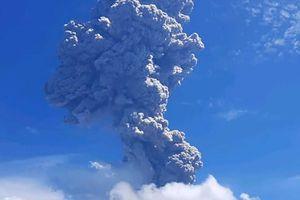 Núi lửa Indonesia phun trào, tro bụi cuồn cuộn cao tới 4 km