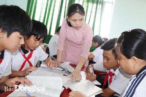 Để giáo viên không lệ thuộc nhiều vào sách giáo khoa