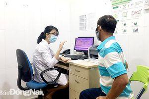 Nhiều bệnh nhân bị kiến ba khoang cắn