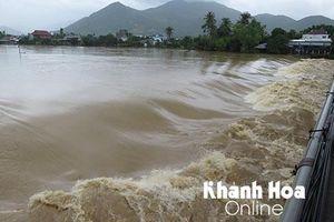 Đến chiều tối 30-11, Nha Trang vẫn chưa giảm ngập lụt
