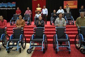 Trao tặng 520 xe lăn cho người khuyết tật trên địa bàn tỉnh