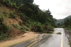 Sạt lở đất, Quốc lộ 26 nối Đắk Lắk với Khánh Hòa tắc nghẽn