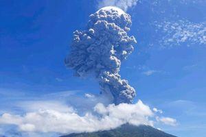 Núi lửa phun cột tro bụi cao 4 km ở Indonesia