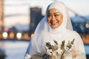 Cô dâu chụp ảnh cưới một mình sau khi bị hủy hôn
