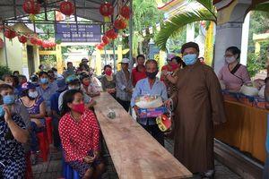 Cần Giờ : Phật giáo trao quà đến người dân khó khăn