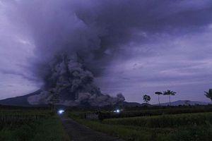 Indonesia: Núi lửa Semeru phun trào, hàng trăm người phải sơ tán