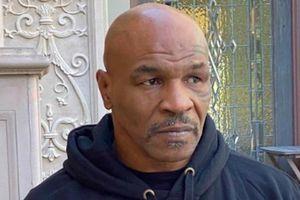 Mike Tyson bị khán giả tấn công